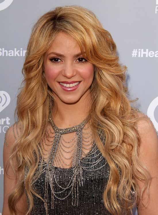 shakira long wavy blonde hair