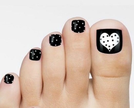 valentine black and white toe nail art Design