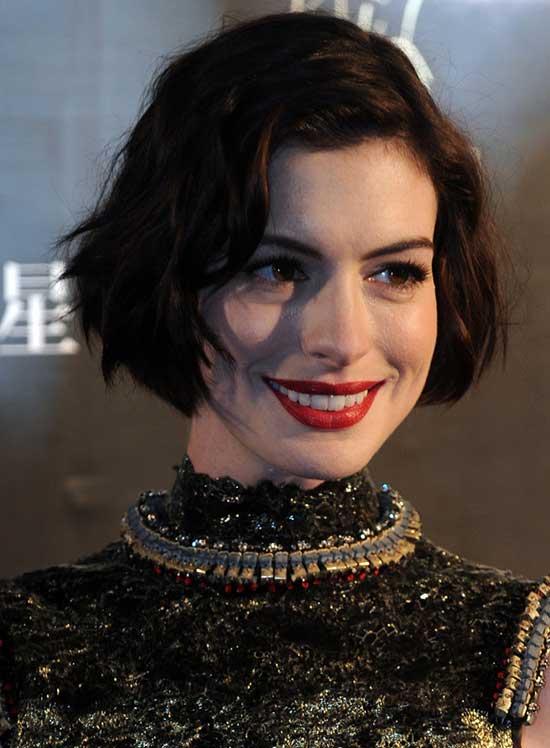 Anne Hathaway Wavy Bob Hairstyles