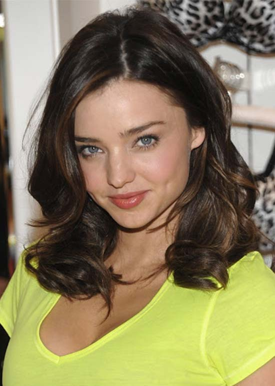 Miranda Kerr wavy long bob with soft highlights