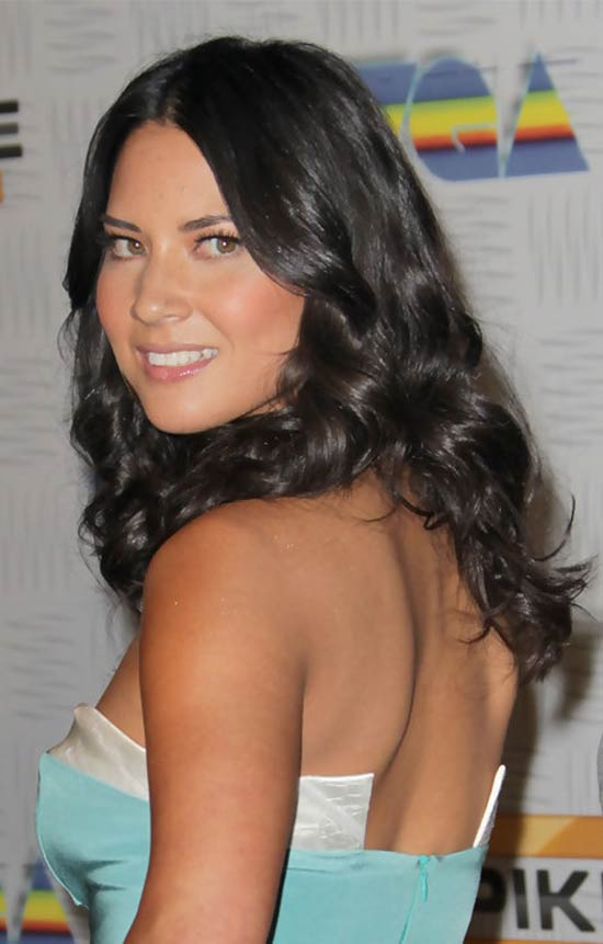 Olivia Munn Curly hairstyle