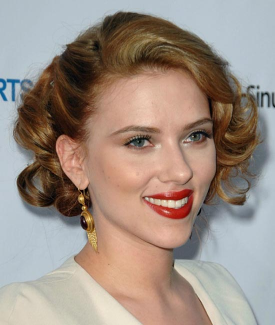 Scarlett-Johansson Short Brown Hairstyles
