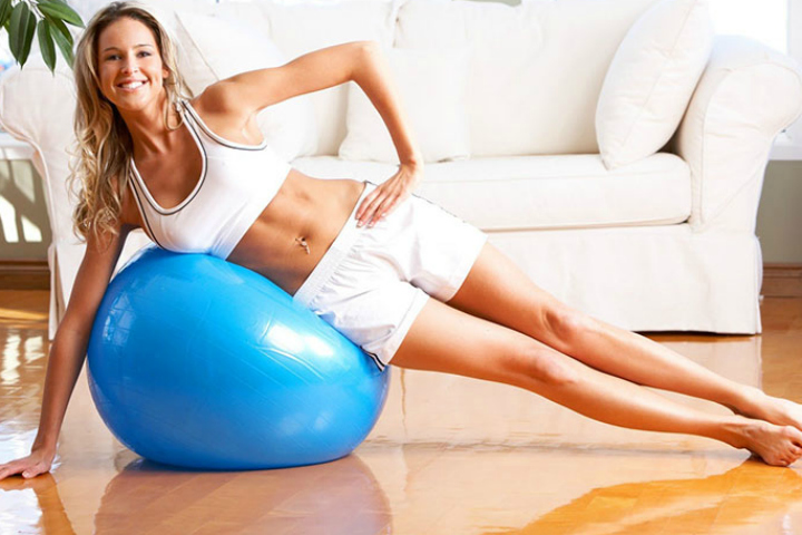 5 Best Fitness Ball Exercises For Abs