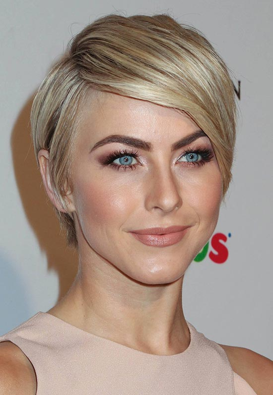 jJulianne Hough Short Straight Hairstyles