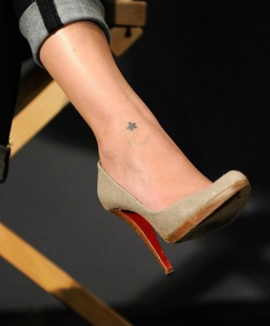 tiny star tattoo