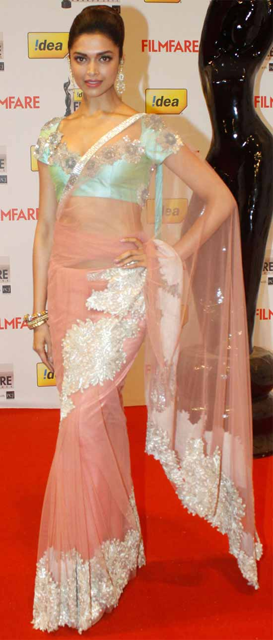 Deepika-Padukone-In-Pale-Pink-Net-Saree