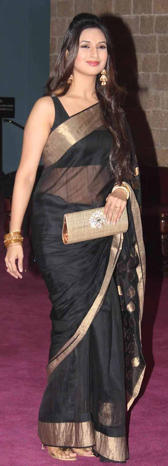 Divyanka-Tripathi-In-Black-Saree-At-Red-Carpet-Of-Sab-Ke-Anokhe-Awards