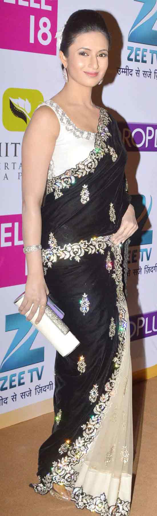 Divyanka-Tripathi-In-Off-White-And-Black-Net-Saree