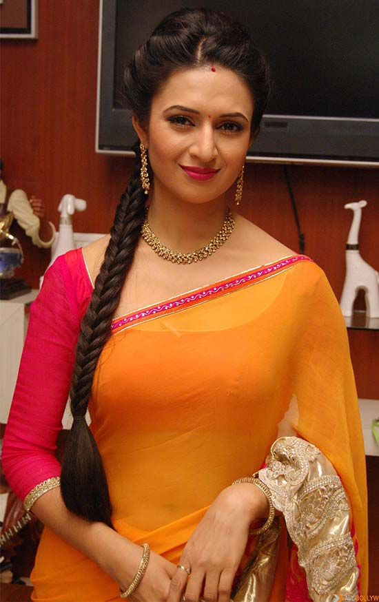 Divyanka-Tripathi-In-Orange-Color-Chiffon-Saree
