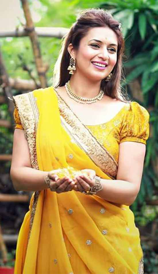 Divyanka-Tripathi-In-Yellow-Saree