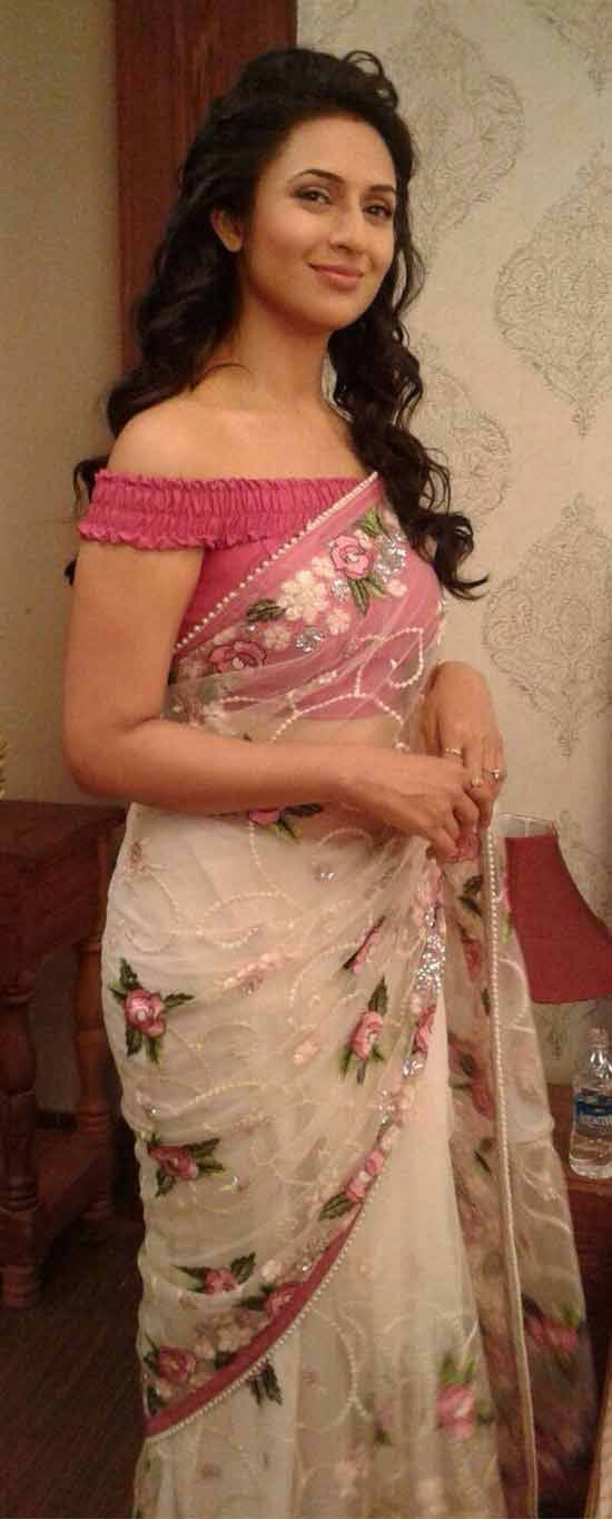 Divyanka-Tripathi-in-a-White-Saree-With-Rose-Pink-off-the-shoulder-Blouse