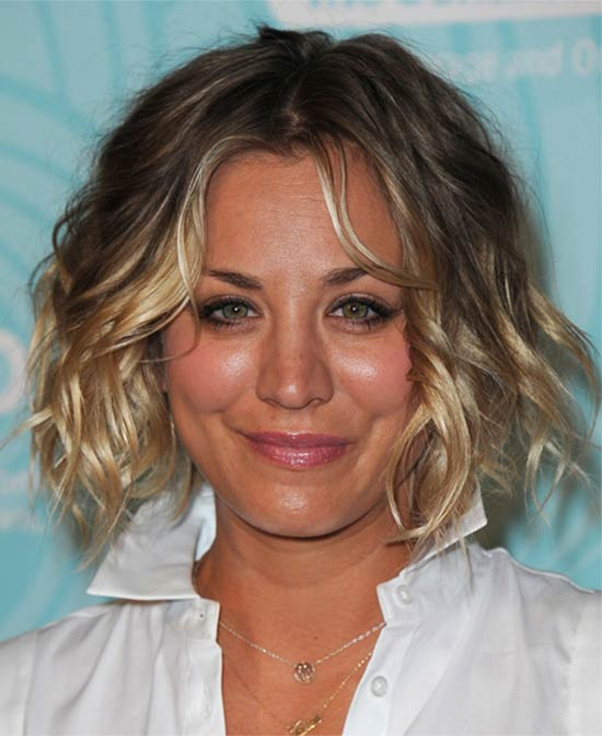 Kaley Cuoco Medium-Wavy-Hairstyle