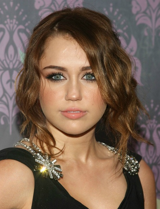 Miley Cyrus Short Wavy Hairstyle