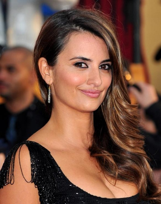 Penelope Cruz Side Parted Hair