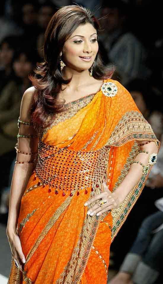 Shilpa-Shetty-In-Orange-Color-Cute-Sleeveless-Sarees-Embellished-With-Kundans---2