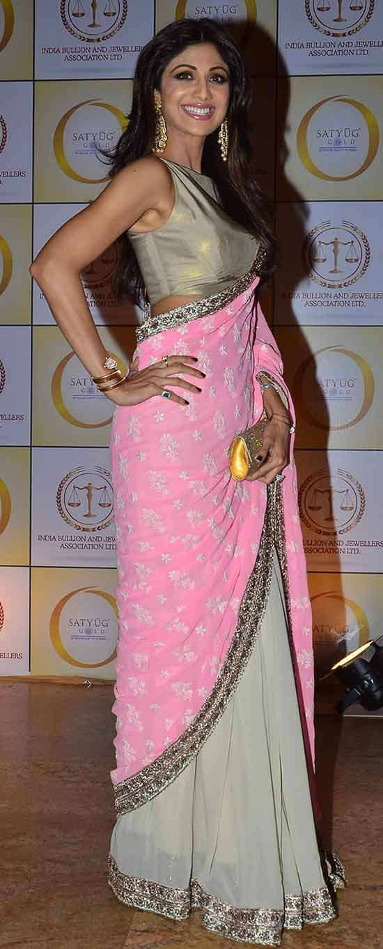 Shilpa-Shetty-in-beautiful-pink-and-tan-designer-half-and-half-saree