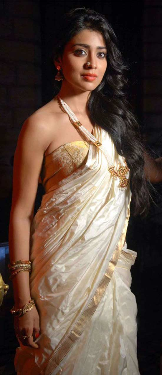 Shriya-Saran-In-White-And-Gold-Kerala-Saree