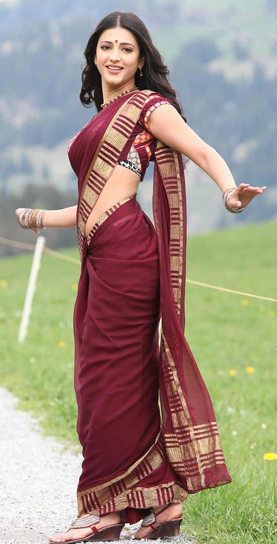 Shruti-Hassan-In-Maroon-Saree
