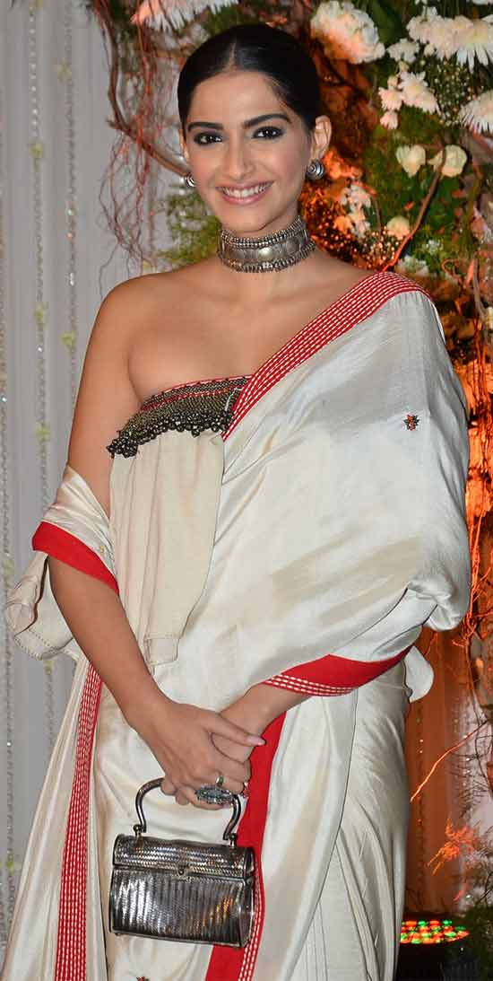 Sonam-Kapoor-In-White-Saree-With-Red-Border