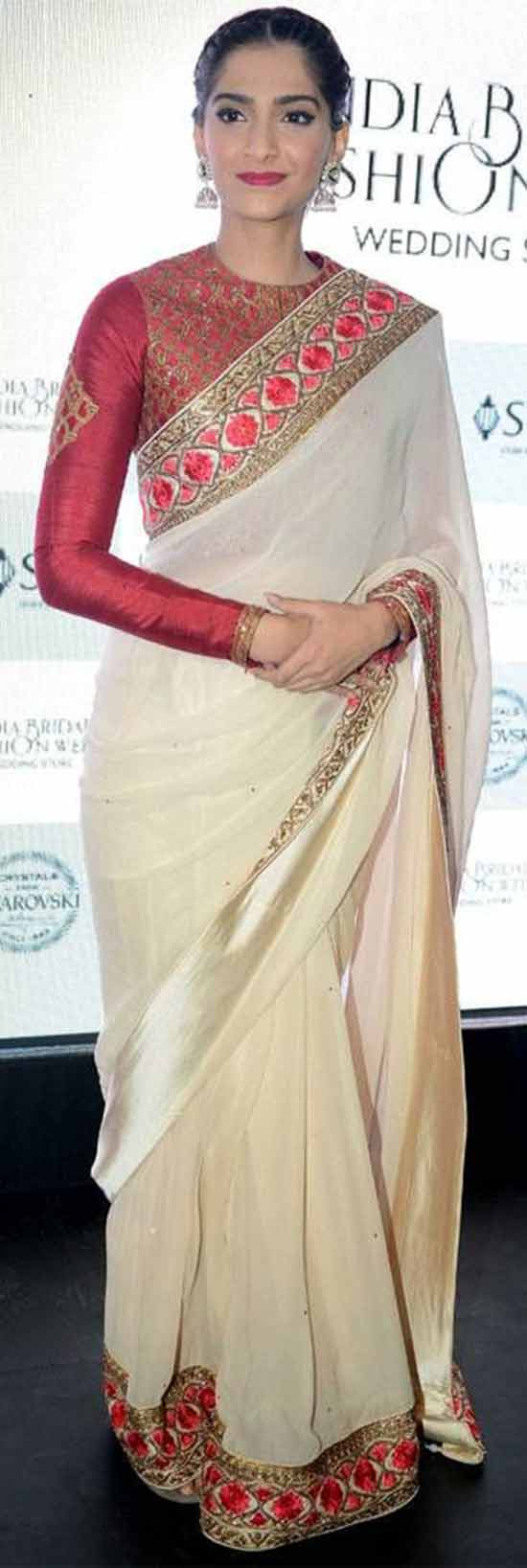 Sonam-Kapoor-goes-traditional-in-a-red-and-white-saree