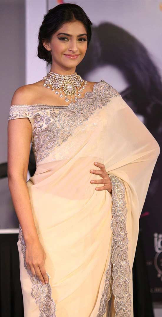 Sonam-Kapoor-looked-dazzling-in-a-beige-Suneet-Verma-saree-off-shoulder
