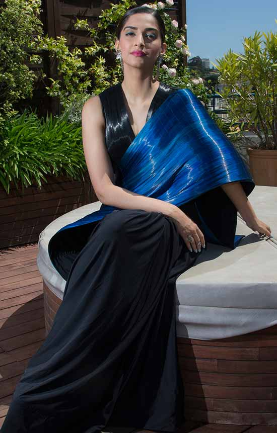 Sonam-picked-the-ethnic-and-chic-saree