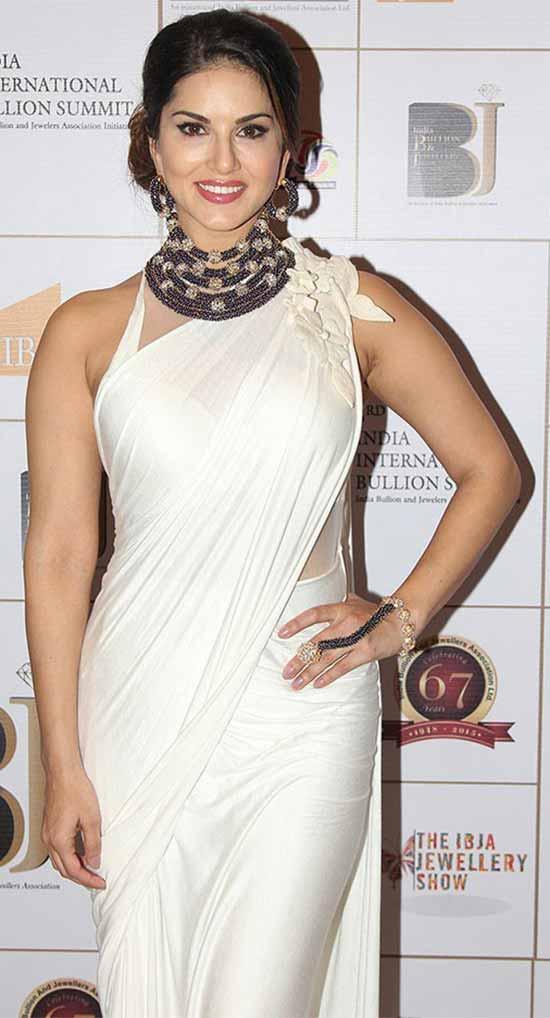 Sunny-Leone-In-White-Saree