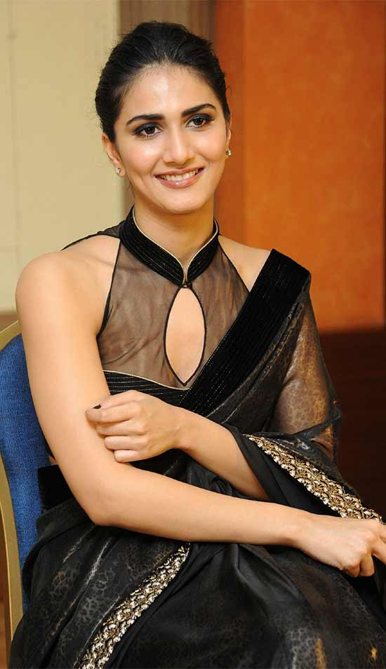 Vaani-Kapoor-In-Black-Saree-With-Polo-Neck-Blouse