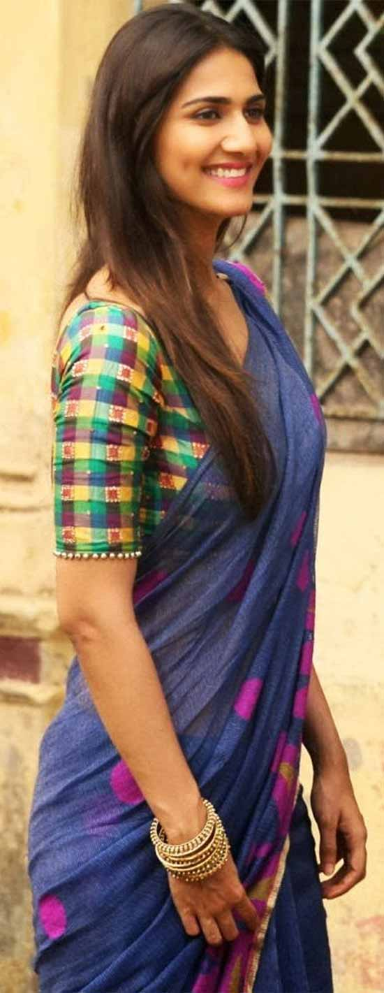 Vaani-Kapoor-In-Blue-Saree-Paired-With-Checks-Blouse