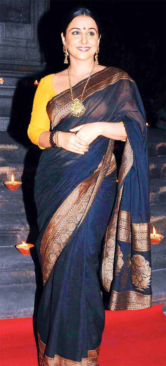 Vidya-Balan-In-Blue-Banaras-Saree-With-temple-jewelry