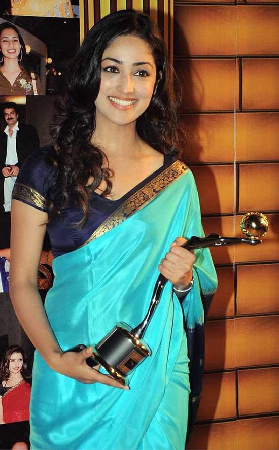 Yami-Gautam-In-Sky-Blue-Saree