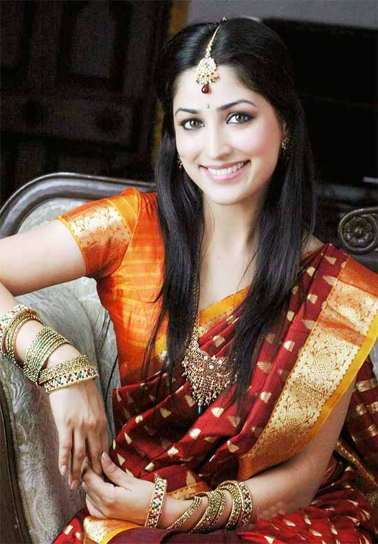 Yami-Gautam-In-Traditionla-Maroon-Pattu-Saree