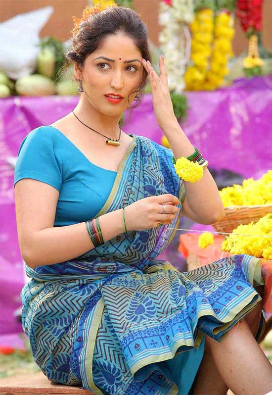 Yami-Gautam-In-Blue-Cotton-Saree
