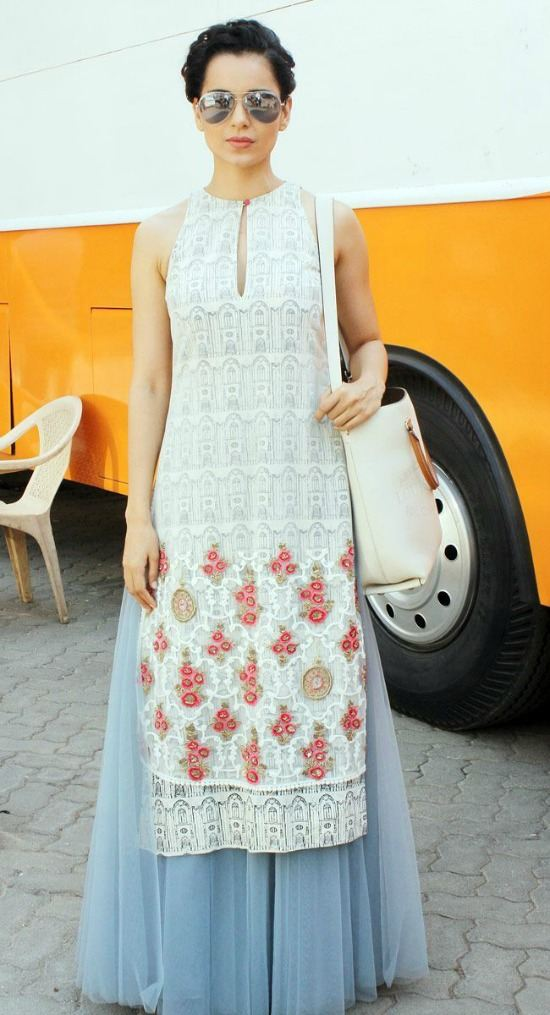 Kangana Ranaut In Long Kurti