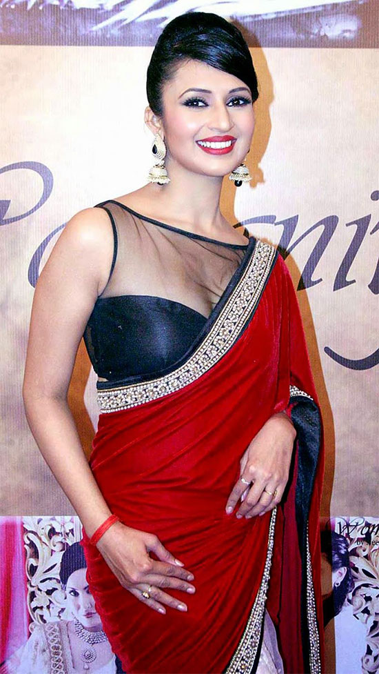 Divyanka-Tripathi-at-Neerusha-fashion-show-saree---Front