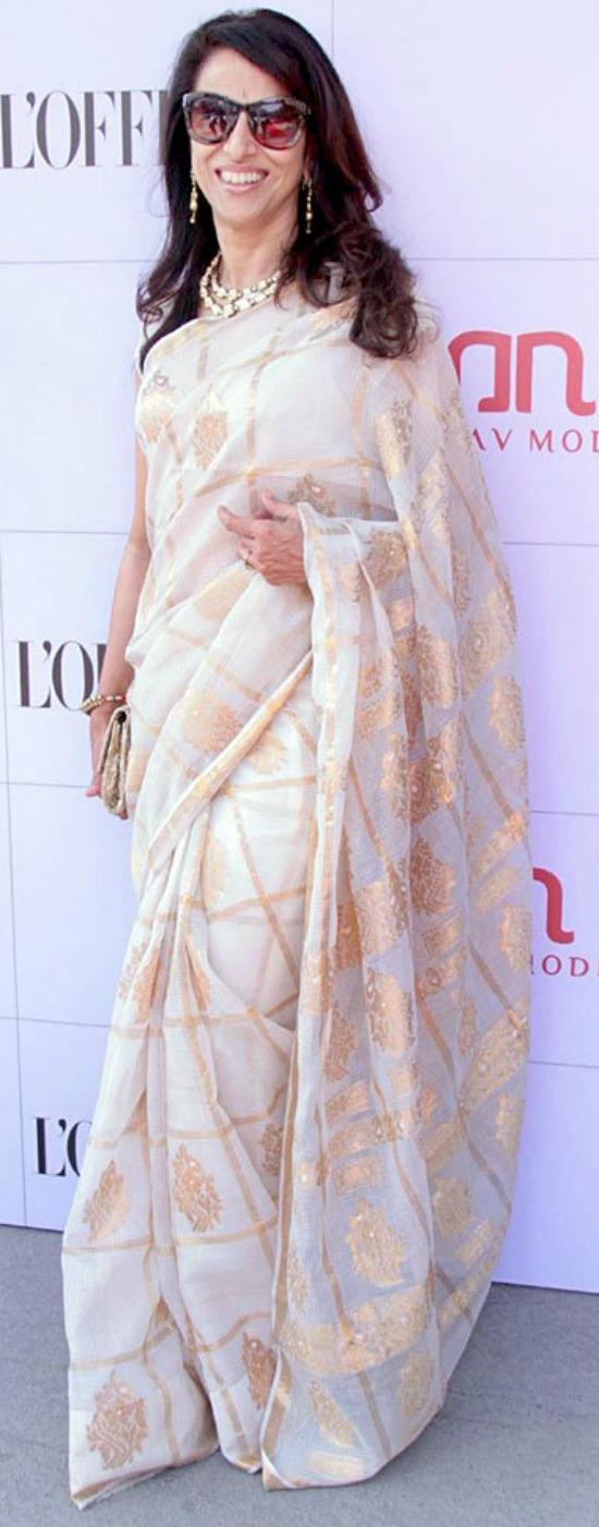 Shobha De in White and Gold Checks Design Saree