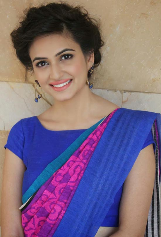 Actress krithi karbanda pink blue and pink printed short sleeves boat neck blouse