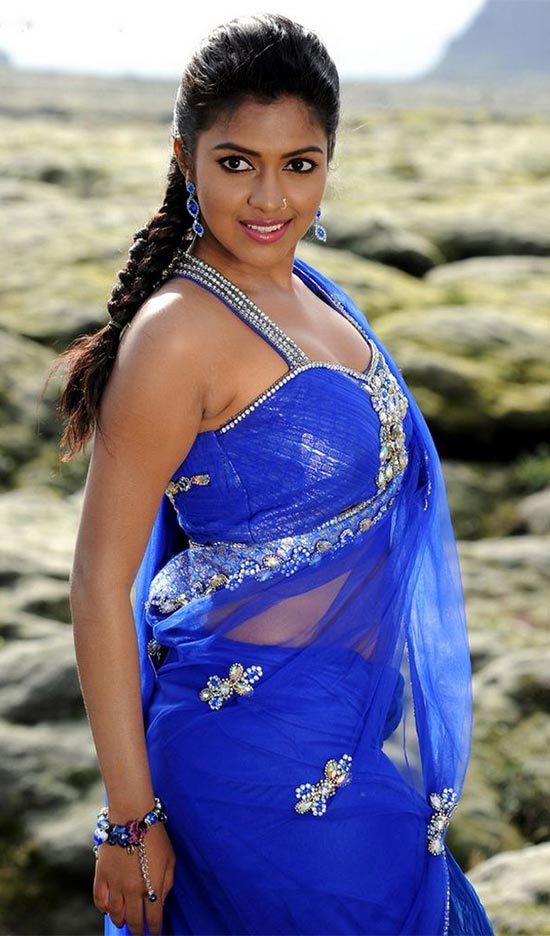 Amala-paul-in-Blue-Saree