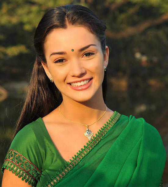 Amy-Jackson-in-Green Saree