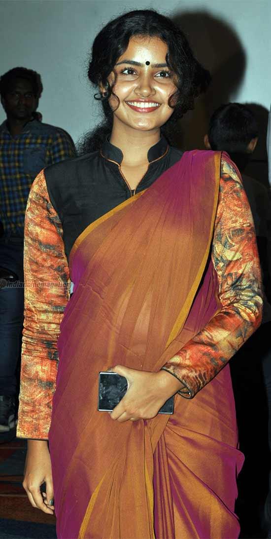 transparent saree below navel