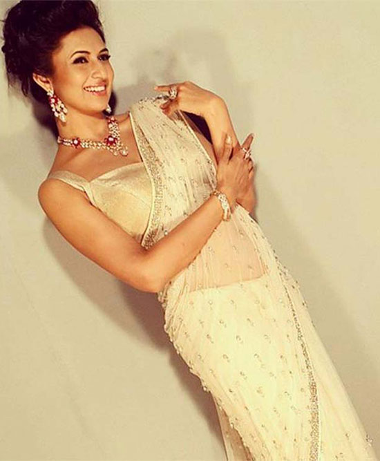 Divyanka-Tripathi-in-White-Saree