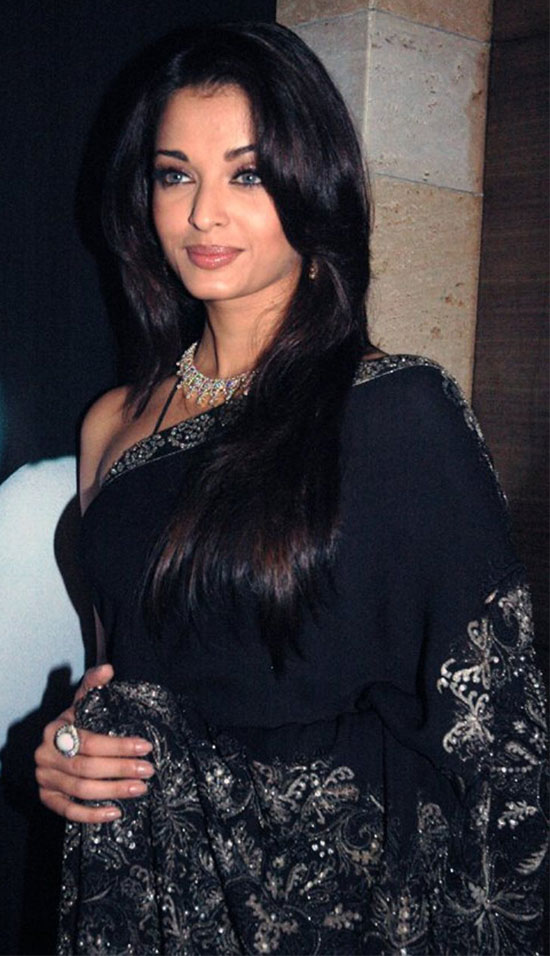 aishwarya-rai-in-Dark blue-saree