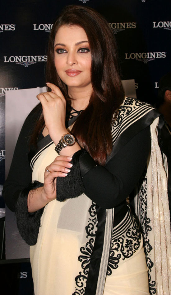 aishwarya-rai-in cream with black border saree