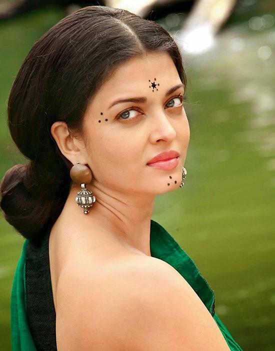 aishwarya-rai-sexy-backless-saree-pictures