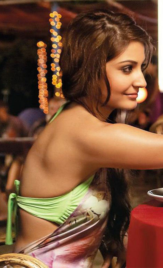 anushka-sharma in backless saree