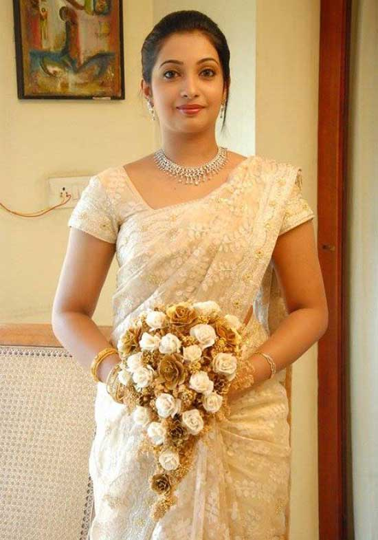 Christian bride in white saree and jewellery