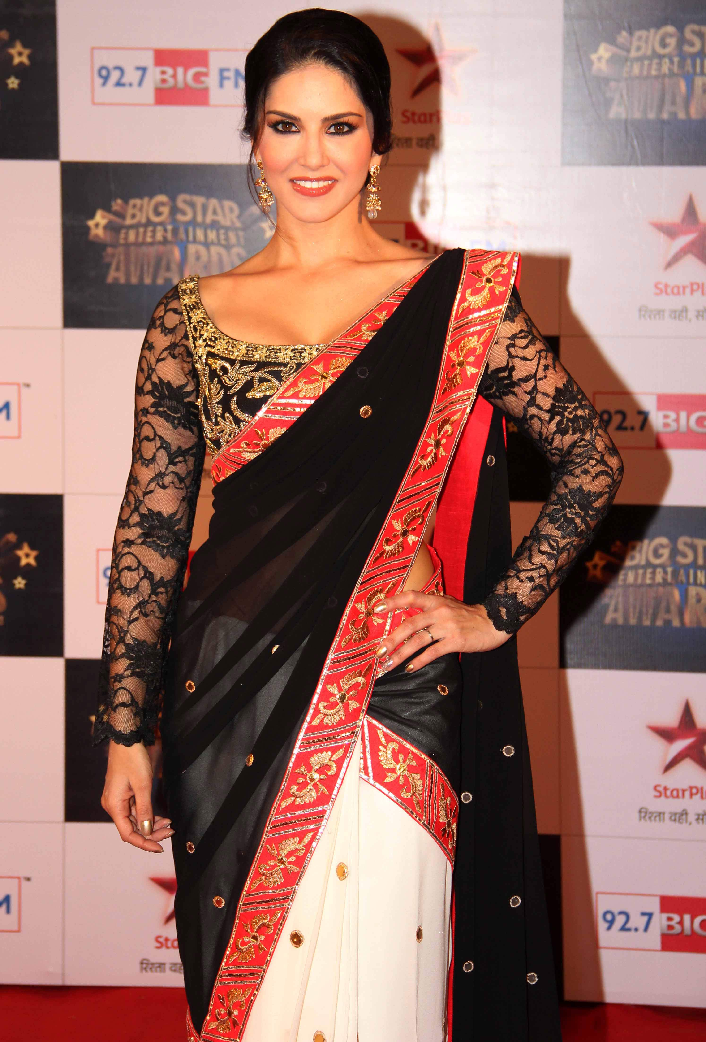 sunny leone in full sleeves saree blouse