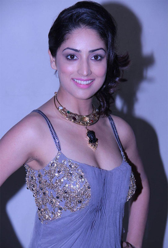 yami gautam in Skyblue saree