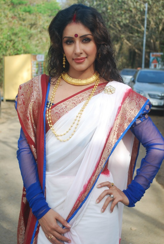 White Bengali Saree With Maroon Pattu Border