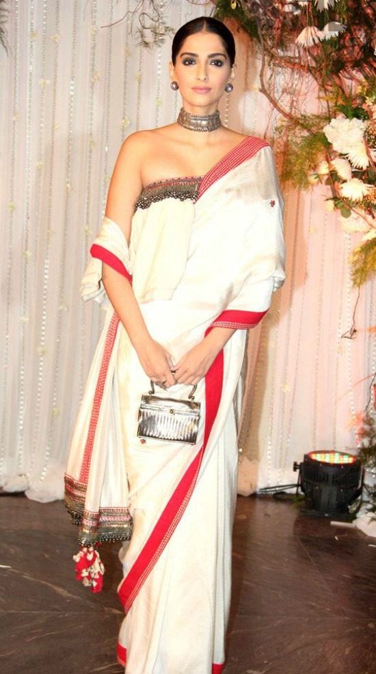 22 Sonam Kapoor In White Saree With Red Border - 2